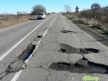 Павлова денонощно следи за дупки по пътищата