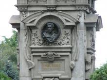 Аз съм Наталия Симеонова и днес ме беше срам да стоя пред паметника на Левски!